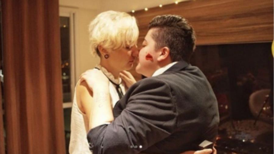 Ana Vilela pede a namorada, Madô Garcia, em casamento - Reprodução/Instagram