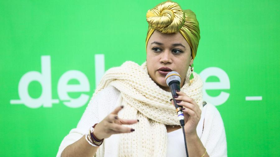 """A poeta Ryane Leão, autora do livro """"Tudo Nela Brilha e Queima"""" participa de debate na 25ª Bienal do Livro de São Paulo - Iwi Onodera/UOL"""