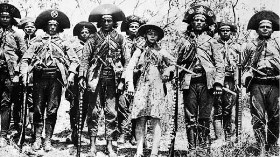 """Maria Bonita e o bando de Lampião : ela era considerada a """"rainha"""" do cangaço  - Benjamin Abrahão"""