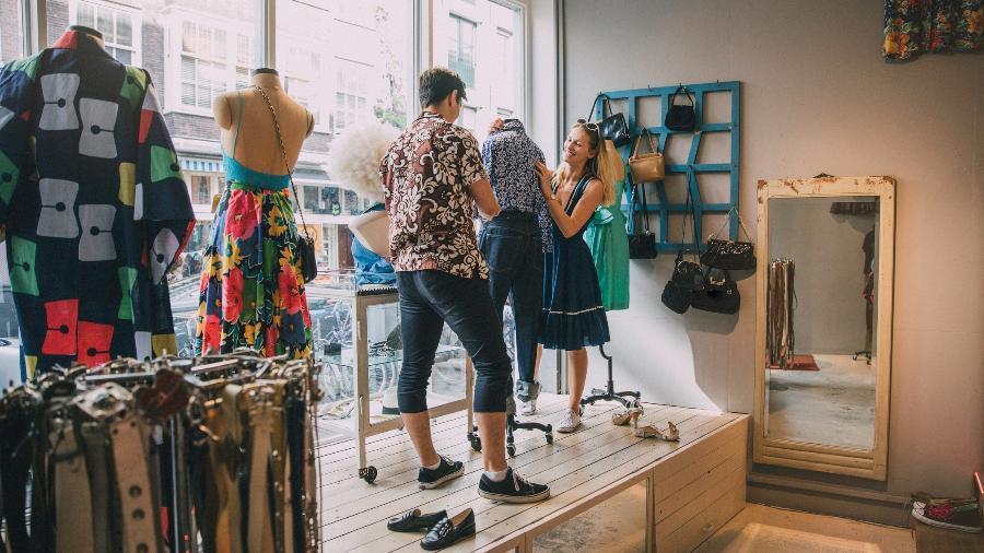 Vitrine moda indústria - iStock