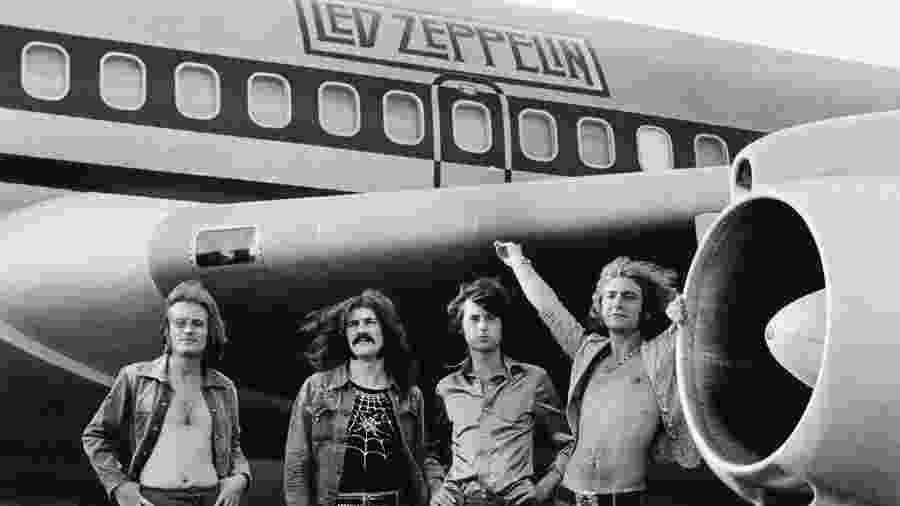 Led Zeppelin posa com o Starship, o Boeing 720 que entrou para a história da música - Bob Gruen