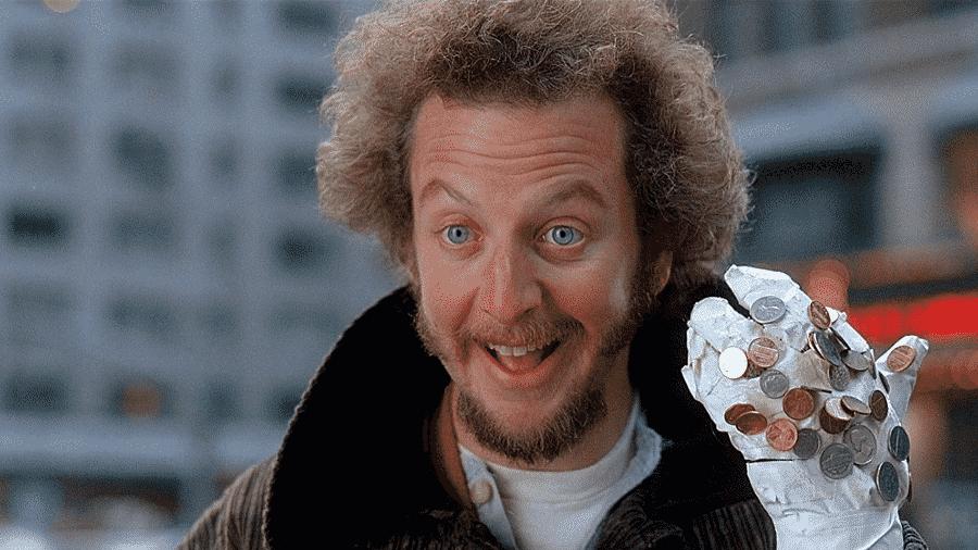 """O ator Daniel Stern em cena de """"Esqueceram de Mim 2: Perdido em Nova York"""" (1992) - Reprodução"""