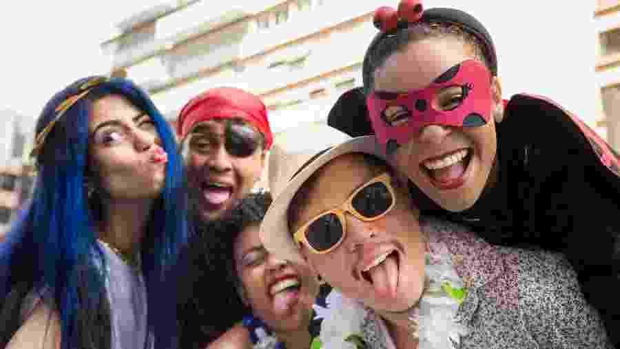 Homens podem ser grandes parceiros as mulheres quando o assunto é ter um Carnaval mais divertido - iStock Images