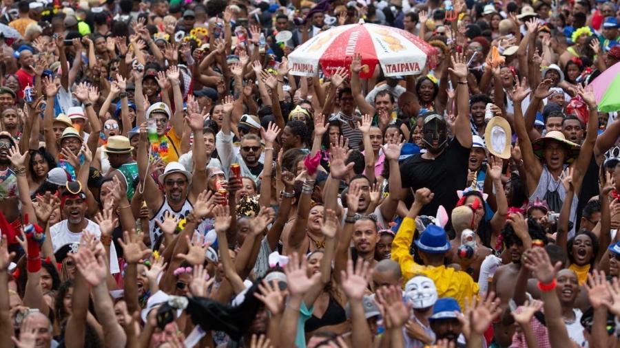 Foliões se divertem no bloco do Cordão da Bola Preta, no Rio de Janeiro - Douglas Shineidr/UOL