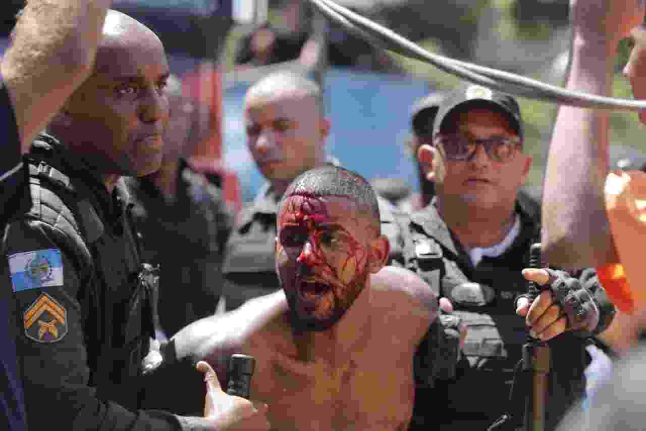 PM do Rio agride folião durante confusão no Fervo da Lud, bloco da cantora Ludmilla - Marcelo de Jesus/UOL