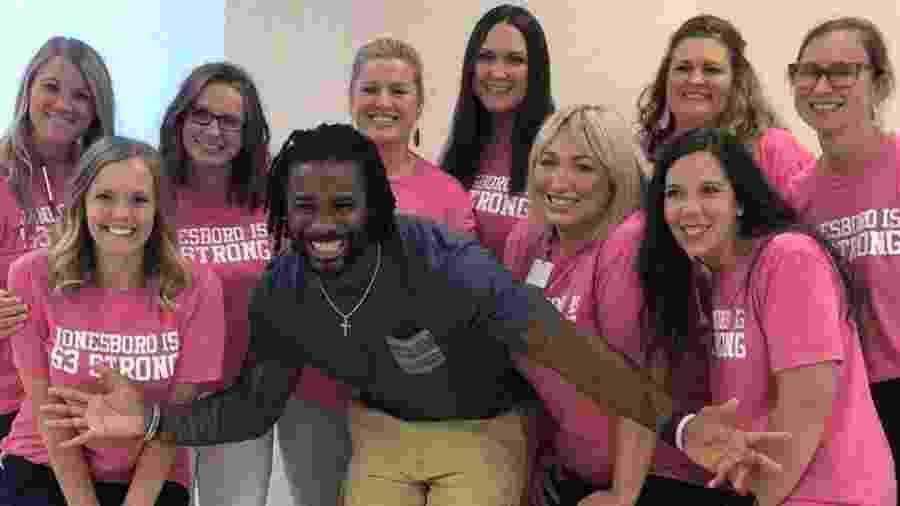 DeAngelo Williams, ex-jogador da NFL (liga de futebol americano dos EUA), pagou mais de 500 mamografias - Divulgação