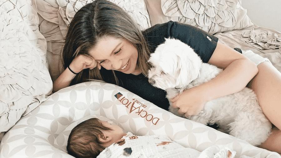 Danielle Fishel com seu filho Adler - Reprodução/Instagram/@daniellefishel