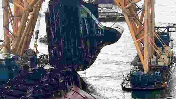 MV Golden Ray navio cargueiro fatiamento 4.200 carros veículos tombado naufrágio - Divulgação - Divulgação