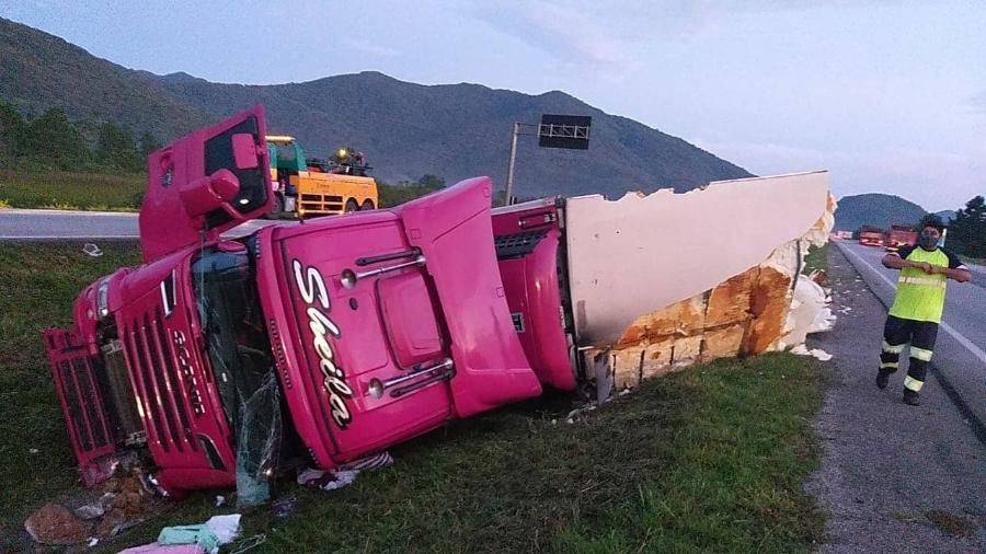 Caminhão de Sheila Bellaver tomba em rodovia - Reprodução/Facebook