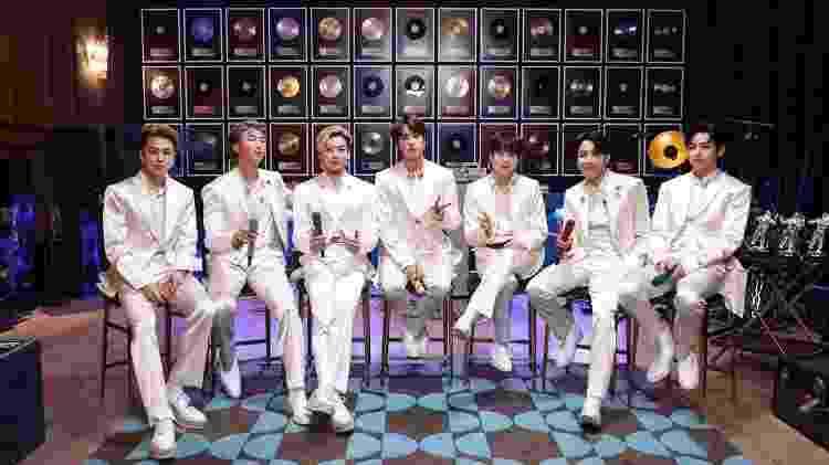 O BTS durante apresentação do 'Acústico MTV' - Reprodução/Instagram - Reprodução/Instagram