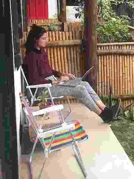 Um deles, era na varanda do hostel - Gabriela Mendes - Gabriela Mendes