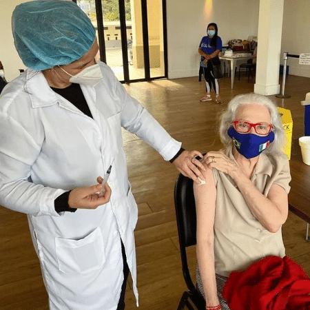 A atriz Fernanda Montenegro, 91, em posto de vacinação - Reprodução/Instagram