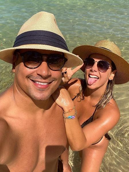 Xanddy e Carla Perez são casados há cerca de 20 anos; nas redes, o cantor do Harmonia se diverte ao falar de sua intimidade. - Reprodução/Instagram