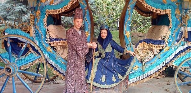 Gunnar posa com mulher iraniana que lhe teria feito um pedido de casamento - Arquivo pessoal