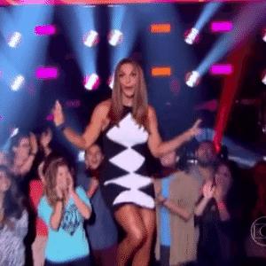 """7.fev.2016 - Após 1 mês com terninho roxo, Globo mostra novo figurino de Ivete no """"Kids - Reprodução/TV Globo"""