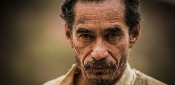 Belmiro (Chico Diaz) morrerá para proteger Santo (Renato Góes) - Caiuá Franco/TV Globo