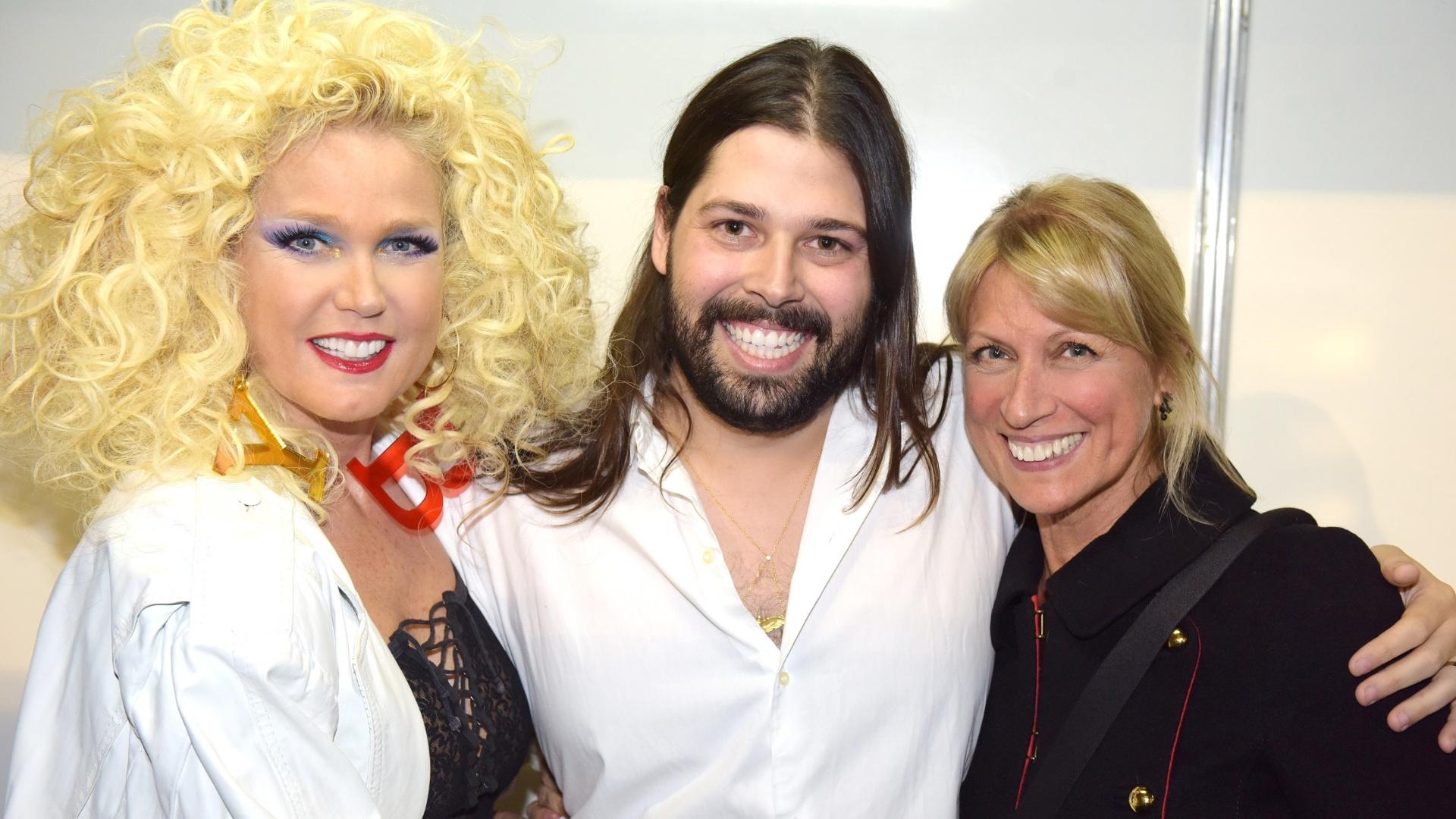 Thomaz Azulay, filho do Simão Azulay, foi buscar uma bota de época para Xuxa calçar no desfile Rio Moda Rio de terça-feira