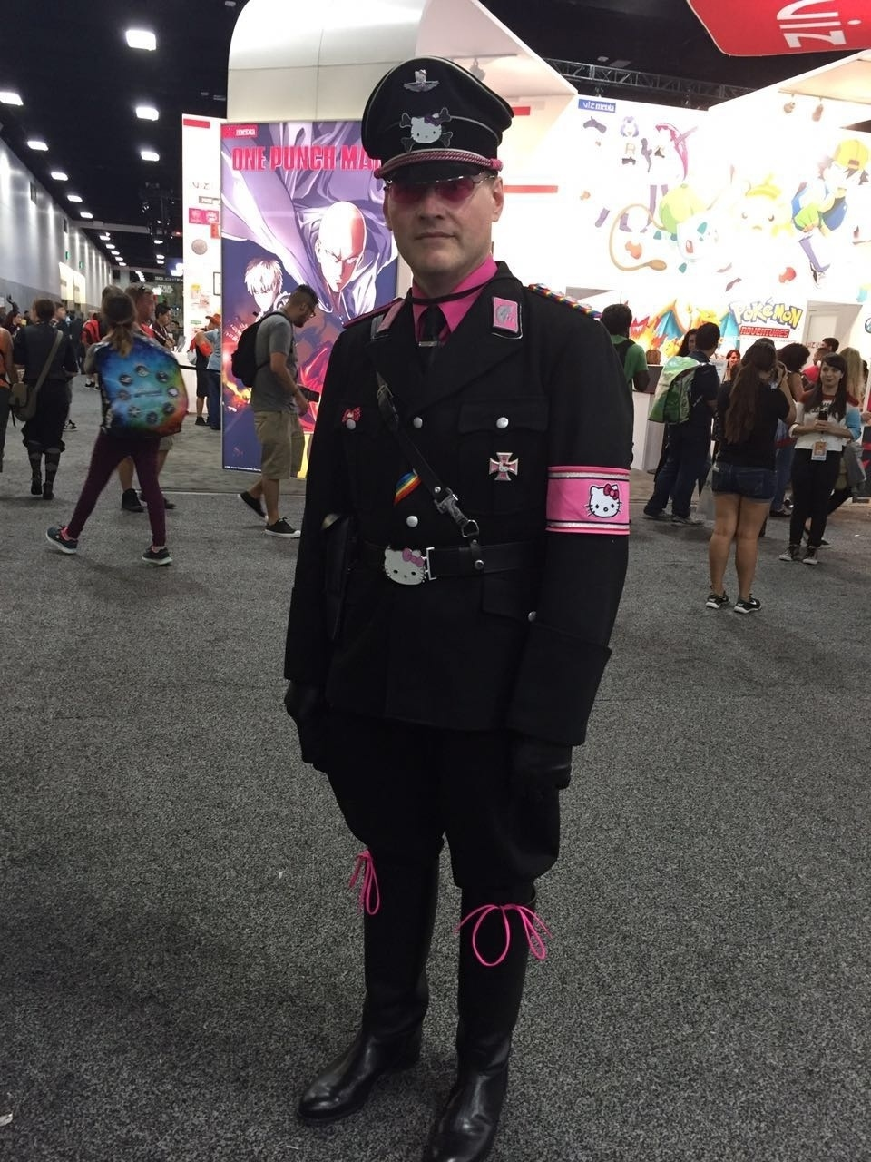 21.jul.2016 - Hitler inspirado em Hello Kitty? Ele existe e vai à San Diego Comic-Con