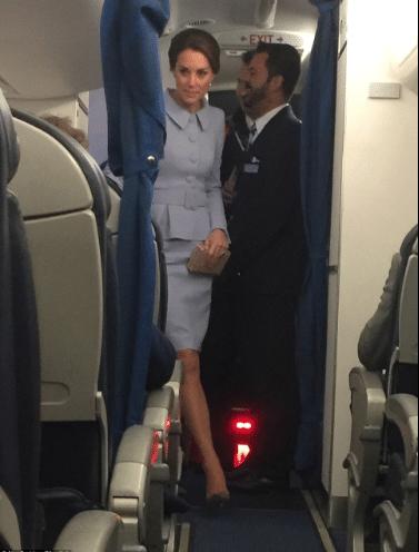 Duquesa não ligou de dividir o avião