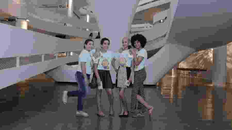 Maria Eduarda, Beatriz, Ingrid e Larissa realizam o sonho de conhecer a São Paulo Fashion Week - Claudio Paulino