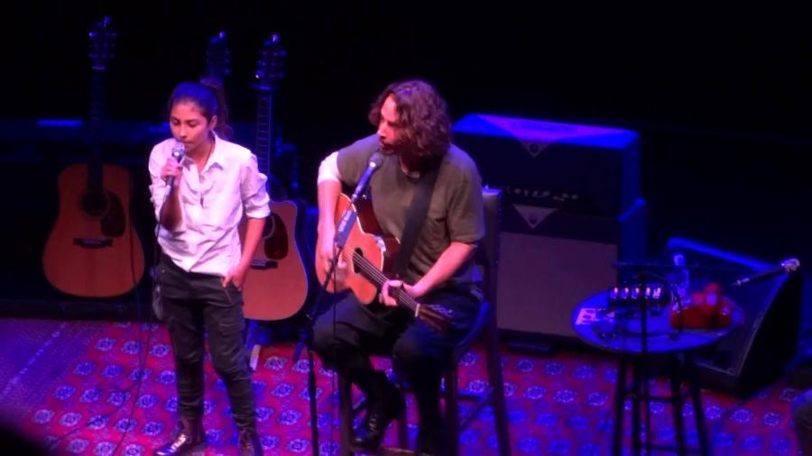 Toni e Chris Cornell se apresentam em 2015 - Reprodução