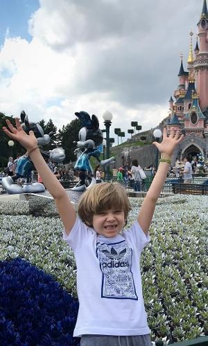 O menino, filho da apresentadora Adriane Galisteu e do empresário Alexandre Iódice,já possui mais de 38 mil seguidores no Instagram. Em sua conta, muitas fotos com a família em viagens e cliques divertidos. Quer seguir o garotinho de 7 anos? É só ir no endereço @vittoriogioficial