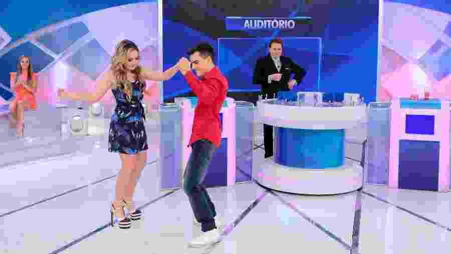 """Dudu Camargo dança com Larissa Manoela no """"Programa Silvio Santos"""" - Lourival Ribeiro/SBT"""