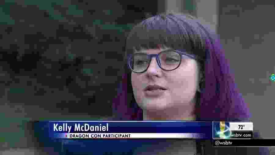 Em entrevista após o acidente, Kelly McDaniel creditou sua sobrevivência ao traje que utilizava no momento em que foi atingida - Reprodução/WSB-TV