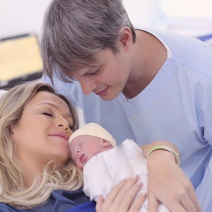 Eliana com a filha, Manuela, e o marido, Adriano Ricco