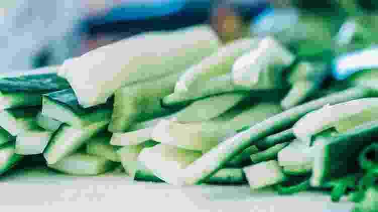 """Pepino é um dos alimentos que supostamente teria essas """"calorias negativas"""" - iStock/VivaBem"""