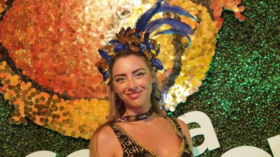 A foliã Renata comprou as peças separadamente e montou o arco sozinha - Gianne Carvalho/UOL