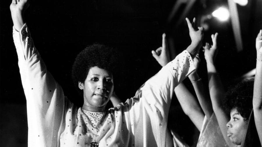 Aretha Franklin canta para mais de 3.000 detentos no Cook County Department of Corrections em junho de 1972 - Ovie Carter/Chicago Tribune