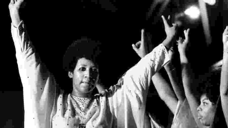 Aretha Franklin canta para mais de 3.000 detentos no Cook County Department of Corrections em junho de 1972 - Ovie Carter/Chicago Tribune