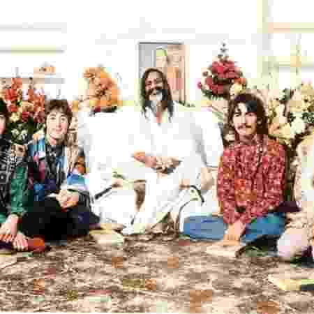 Beatles posam com o guru indiano Maharishi Mahesh Yogi - Reprodução