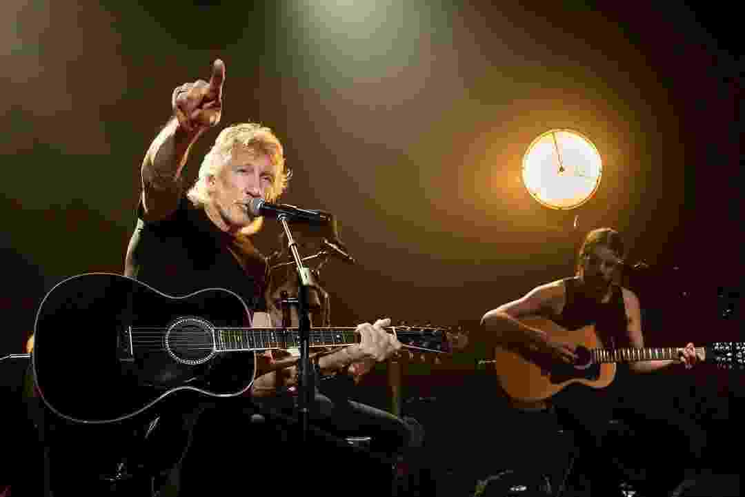 "Roger Waters canta durante gravação do ""Fantástico"" - Facebook Roger Waters"
