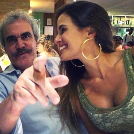 Carolina Peixinho ao lado do pai, Beto Sodré - Reprodução/Instagram/carolpeixinho
