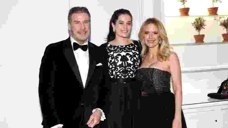 15.mai.2018 - John Travolta, Kelly Preston e a filha Ella Bleu Travolta durante evento na França - Gisela Schober / Getty Images