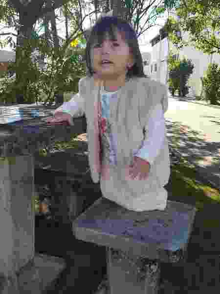 A sobrinha Letícia com o colete - Arquivo Pessoal - Arquivo Pessoal