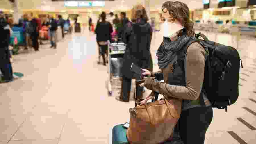Movimento em aeroporto durante a pandemia - Getty Images
