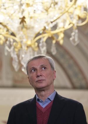 O novo diretor do Balé Bolshoi, Majar Baziev, 54, durante entrevista coletiva concedida em Moscou - Sergei Ilnitsky/EFE