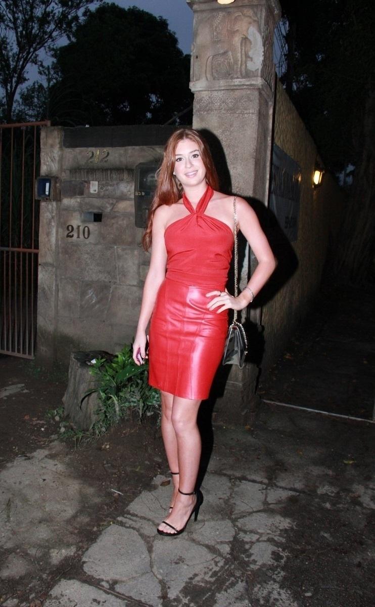 9.nov.2015 - Com vestido vermelho, Marina Ruy Barbosa acompanhou a estreia de