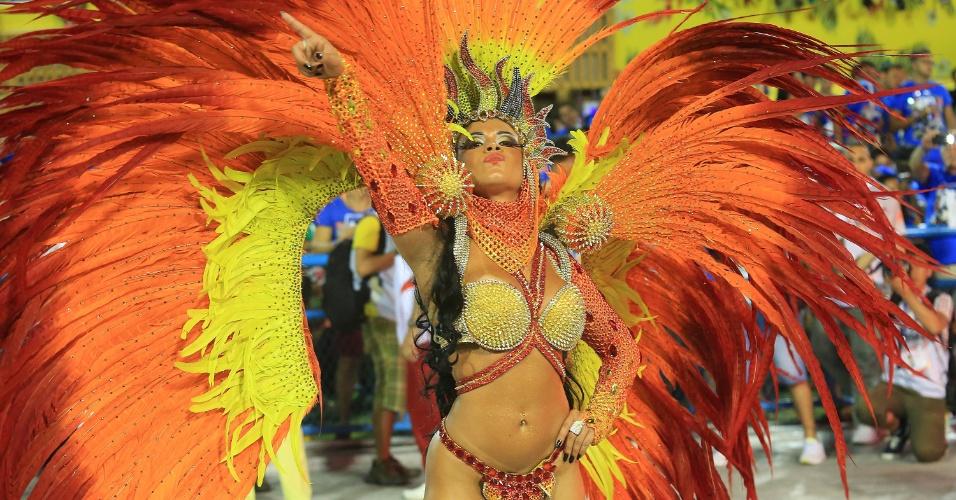 7.fev.2016 - Musa da Estácio da Sá durante desfile que celebra São Jorge e a região da Capadócia