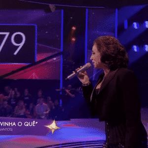 """12.jun.2016 - Vocalista da banda """"Romance e Marisa Orth"""",  a atriz e comediante Marisa Orth participou como convidada do """"SuperStar"""", ao vivo, na tarde deste domingo (12) - Reprodução/TV Globo"""
