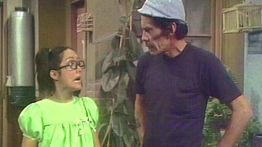 """Chiquinha (Maria Antonieta de las Nieves) e Seu Madruga (Ramón Valdés) em """"Chaves"""" - Reprodução/SBT"""