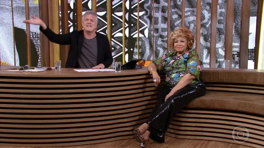 A cantora Alcione é entrevistada por Pedro Bial - Reprodução