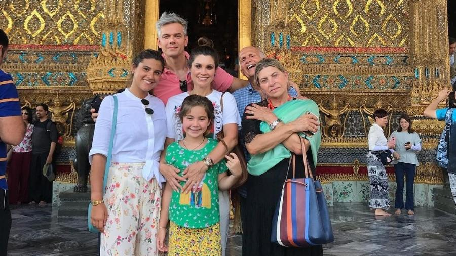 A atriz Flávia Alessandra com a família toda na Tailândia - Repdrodução/Instagram/@flaviaalereal