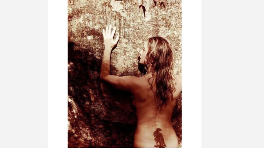 Letícia Spiller faz topless - Reprodução/Instagram