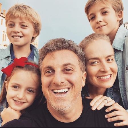 Luciano Huck e Angélica com os filhos, Joaquim, Benício e Eva - Instagram/@lucianohuck