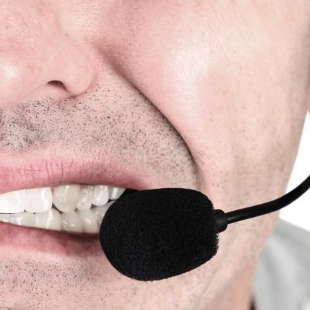 A média de ligações diárias costuma ultrapassar as centenas (cerca de 300 nas 6 horas que trabalham conectados) - Istock