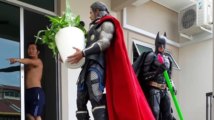 Wire Hon mandando Thor e Batman darem um jeito na casa - Instagram/Reprodução